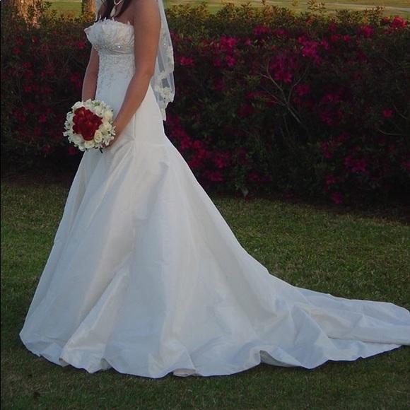 Maggie Soterro Dresses & Skirts - Stunning Maggie Soterro Wedding Gown